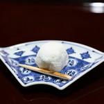 料理屋そうびき - 菓子(抹茶と甘夏の大福)
