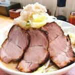 麺屋 カミカゼ - 料理写真:小 豚ラーメン(ニンニク、野菜、背脂マシ)