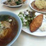8757125 - ラーメンと白身魚フライ定食と奥がレバニラセット
