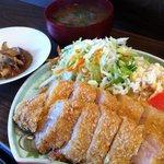 8757178 - 三枚肉のトンカツ! 三枚肉とはバラ肉のこと(^^)/