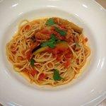 アフタヌーンティー・ティールーム  - 揚げナスとベーコンのトマトソースパスタ