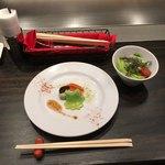 87570523 - 牛ほほ肉のデミグラス丼1,580円の前菜とサラダ