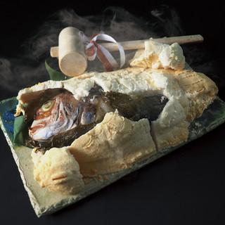 祝宴にも最適!名物料理【天然真鯛の塩釜焼き】