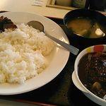 松屋 - ハンバーグカレー大盛り・690円