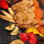 87574891 - 仔牛ヒレ肉の生ハムとモッツァレラチーズ挟み焼き¥2300(゚∀゚)                       肉にハムにチーズにパン粉、濃厚な組み合わせ(≧∀≦)