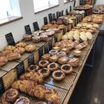 ベーカリーミラベル - 料理写真:なかなか手のかかったパンたちが並んでいます(2018.6.14)