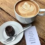 ジ イニー コーヒー - 料理写真:ラテとショコラ羊羹。
