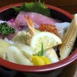 大松寿司 - 上ちらし(1200円)・・ご飯は少なくして頂いています。見た目がキレイで美味しそう。