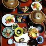 伊勢原温泉ニュー天野屋 - 料理写真:プランにはお弁当とあって配膳され驚いた夕食