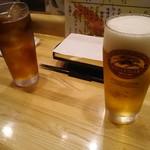87579109 - 生ビールとウーロン茶。