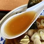 食い処いずみ屋 - しょうゆチャーシューめん スープアップ