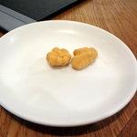 8758085 - 食後の甘いナッツのサービス