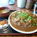 大衆食堂ヒザコシ - チキンカレー定食大盛り