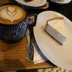 シアターコーヒー - ラテとチーズケーキ