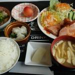 キッチン&バー ヒロ - 料理写真:日替わり定食B(ベーコンステーキ)