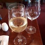 87588119 - 白ワインはドイツのピースポーターにしました。ドイツワインいいですね。フルーティーでフレッシュ。