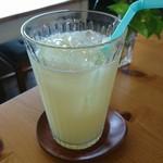 ガレット&カフェ クランプーズ - クレープフルーツジュース