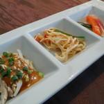 ヌーベルシノワ 玻璃 - バンバンジー、干し豆腐、野菜ピクルス