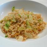ヌーベルシノワ 玻璃 - 海鮮たっぷり、ジャスミンライスの上レタス炒飯