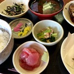 海斗 - 「マグロの中落ち」とその他の小鉢