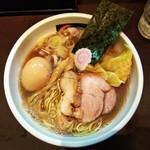 87591218 - にぼしそばにチャーシュー2枚(¥1000)、ワンタン4個(¥200)、煮玉子(¥100)
