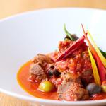 Scampi - やわらか牛タンのトマト煮シチリア風