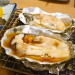 87597107 - 牡蠣焼きです。デカッ!