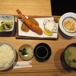 87597299 - 【ランチ】 大海老とマグロ頬肉フライ定食 \1000