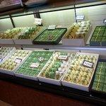 まるせん堂 - 店内の様子です。和菓子も販売しています。