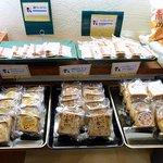 まるせん堂 - 店内の様子です。和菓子が沢山あります。(その1)