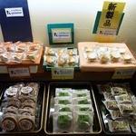 まるせん堂 - 店内の様子です。和菓子が沢山あります。(その2)