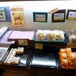 まるせん堂 - 店内の様子です。和菓子が沢山あります。(その3)