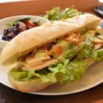 クラフト サンドウィッチ - ローストチキン with サラダセット