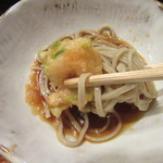 竹泉 - 蕎麦と天ぷらをつゆに絡めて