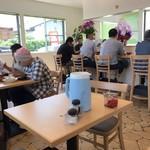 カレー&ハンバーグ やまと - 店内をパシャ  開店当日の13時