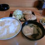 栄屋 - 料理写真:メンチカツ定食630円