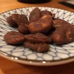 ジャパニーズ サケ スタンド キンギョ - 黒糖そら豆