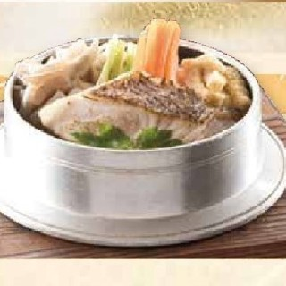 1度食べたら癖になる、出汁にこだわった「鳴門鯛の釜飯」