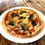 ナンズ キッチン - 人気No.1のピッツァ。自慢の自家製ピザソースはもっちりしたピザ生地と相性抜群