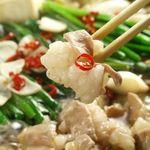 博多黒鉄 今泉 - 博多のもつ鍋は『醤油』が定番で当店でも大人気!濃い味好みには味噌もおすすめ!コラーゲンたっぷりのもつとよく合う!どちらも〆はやっぱりちゃんぽんで決まりですね♪