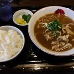 ふく利 - 料理写真:本来、白飯を右に置いて撮り直すんだけどコレはコレでイイやんか!って事でそのままパシャり 合計700円 らーめんライスで頂きます♪