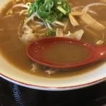 ふく利 - 豚骨醤油に鶏ガラ 魚介の酸味が少しある アッサリしてて美味しかった