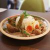 スパイスカレー あかつ亭 - 料理写真:大根とサバのカレー&白いチキンカレー&山椒ととろろ昆布のチャナマサラ 大盛 卵のピクルストッピング☆