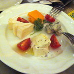 エビスオイスターバー  - チーズ盛合せ