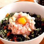 """ナンズ キッチン - 一日限定5食Nanz名物""""海丼""""数々のメディアで称賛を得た逸品です。"""