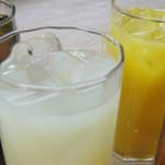 ソフトドリンク(オレンジ・コーラ・ウーロン茶・グレープフルーツ)