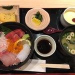 はかた天乃 - 海鮮丼 980円 税別