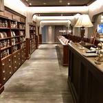 梟書茶房 - 出入口手前の『シークレットな本屋さん』はタイトルが分からない本を紹介文で購入します