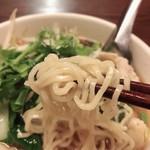 サイアム・タラート - 麺は中華麺です。