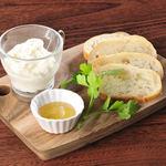 シチリア産の厳選ハチミツと食べる自家製カッテージチーズ